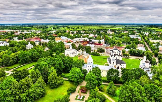 Vue aérienne de la cour de yaroslav à veliky novgorod, russie