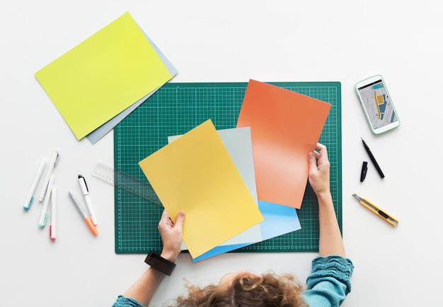 Vue aérienne, de, designer, tenue, papiers