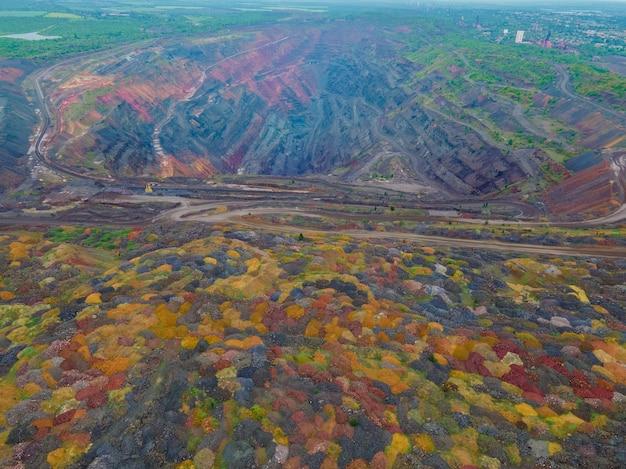 Vue aérienne de dessus de la pollution de l'environnement de la mine de minerai