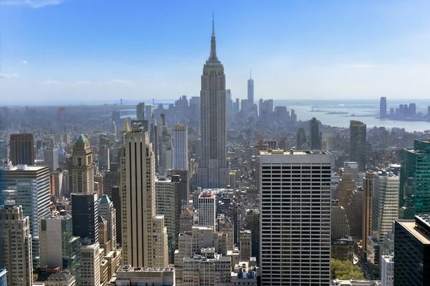 Vue aérienne de dessus de la ville de new york par le haut, gratte-ciel urbains, paysage urbain de manhattan