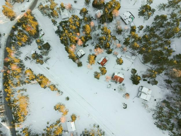 Vue aérienne de divcibare, serbie à l'heure d'hiver