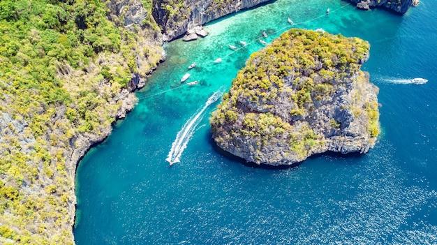 Vue aérienne de drone de l'île tropicale de ko phi phi