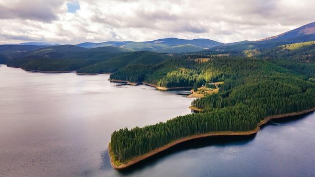 Vue aérienne de drone de la nature en roumanie