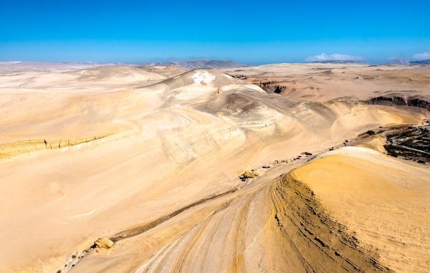 Vue aérienne du canyon des perdus ou canyon del zapa à ica, pérou