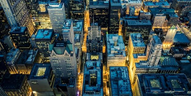 Vue aérienne du centre-ville de chicago de nuit