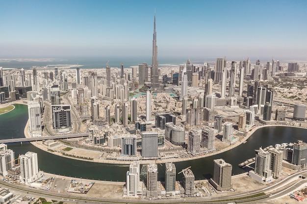 Vue aérienne du centre-ville de dubaï par une journée ensoleillée