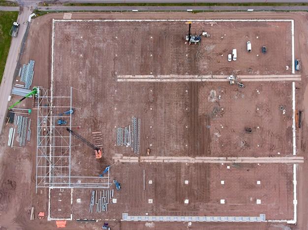 Vue aérienne du chantier de construction d'un entrepôt