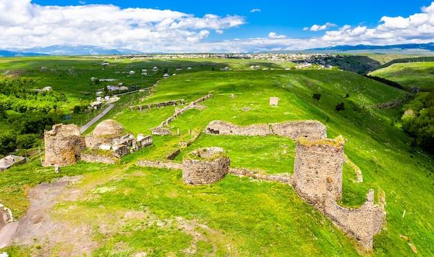 Vue aérienne du château d'akhalkalaki à samtskhe-javakheti, géorgie
