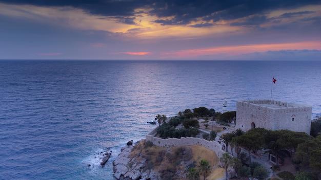 Vue aérienne du château de l'île pigeon de kusadasi turquie. photo de haute qualité