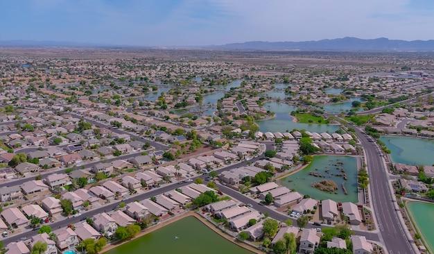 Vue aérienne du désert d'une petite ville d'avondale ville près de la capitale de l'état de phoenix en arizona