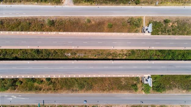 Vue aérienne du drone coup de route