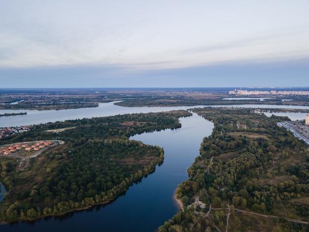 Vue aérienne du fleuve dniepr près de kiev