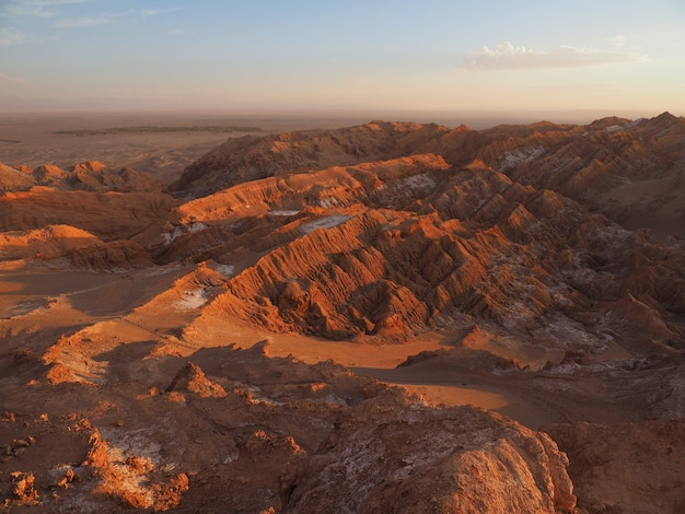 Vue aérienne du mirador de kari au chili au coucher du soleil