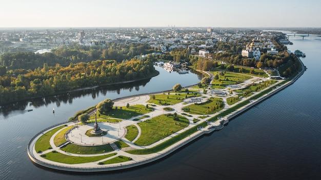 Vue aérienne du parc strelka à iaroslavl