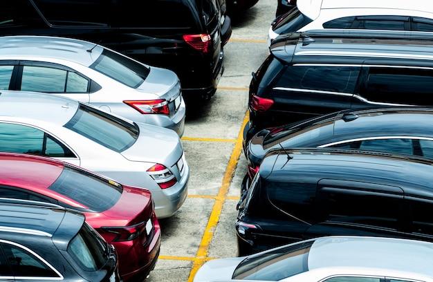 Vue aérienne du parking de l'aéroport