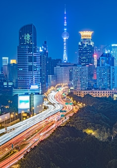 Vue aérienne du passage supérieur de shanghai à la nuit