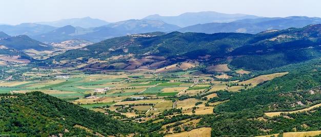 Vue aérienne du paysage dans le nord de burgos en espagne. castilla leon.