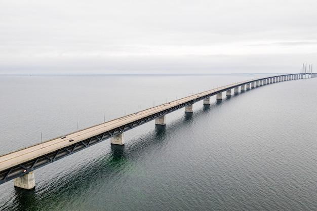 Vue aérienne du pont de l'oresund entre le danemark et la suède, oresundsbron