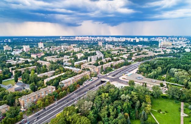 Vue aérienne du quartier dorohozhychi de kiev, la capitale de l'ukraine
