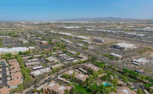 Vue aérienne du quartier résidentiel de banlieue avec nouveau développement mixte un avondale près de phoenix arizona usa