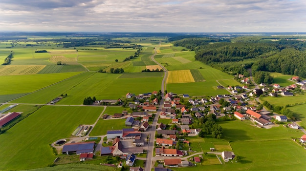Vue aérienne du village de boos en bavière. allemagne.
