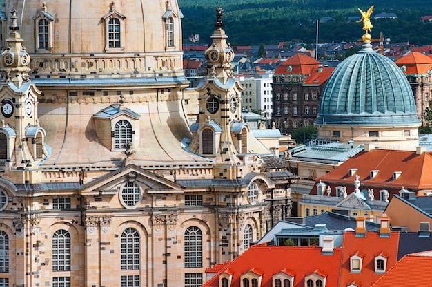 Vue aérienne sur l'église notre-dame et la vieille dresde