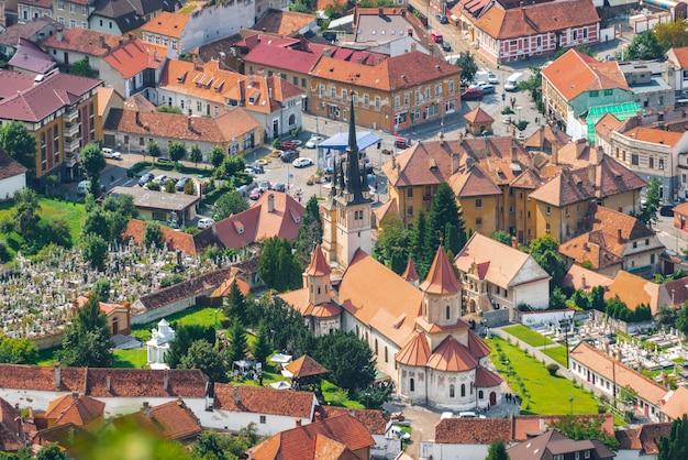 Vue aérienne de l'église saint-nicolas de brasov