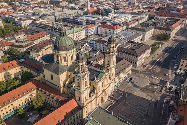 Vue aérienne de l'église des théatine à munich