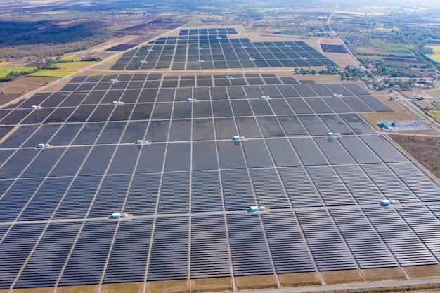 Vue aérienne d'une ferme d'usine de cellules solaires de la région des cellules solaires en thaïlande