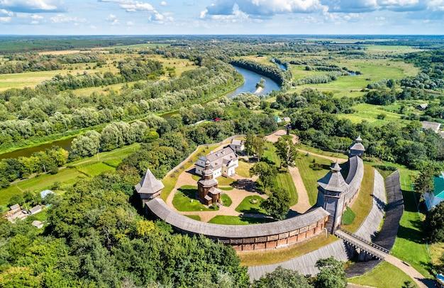 Vue aérienne de la forteresse de baturyn avec la rivière seym dans l'oblast de tchernihiv en ukraine