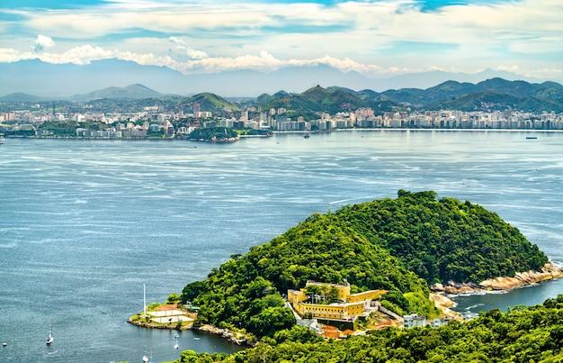 Vue aérienne de la forteresse de fortaleza de sao joao à rio de janeiro