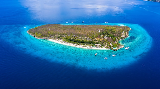 Vue aérienne de l'île de sumilon
