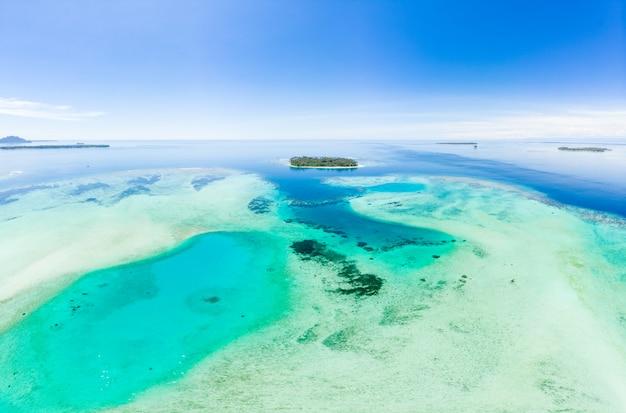 Vue aérienne des îles banyak, archipel tropical de sumatra, indonésie