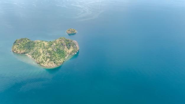 Vue aérienne, de, îles tropicales, plages, et, bateaux, dans, bleu, clair, andaman, eau mer, au-dessus, beau, archipel, îles, de, krabi, thaïlande