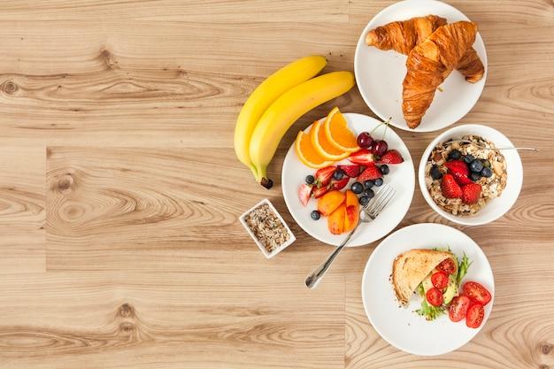 Vue aérienne des ingrédients santé du petit-déjeuner
