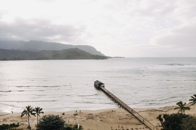 Vue aérienne de la jetée de hanalei à hawaii usa