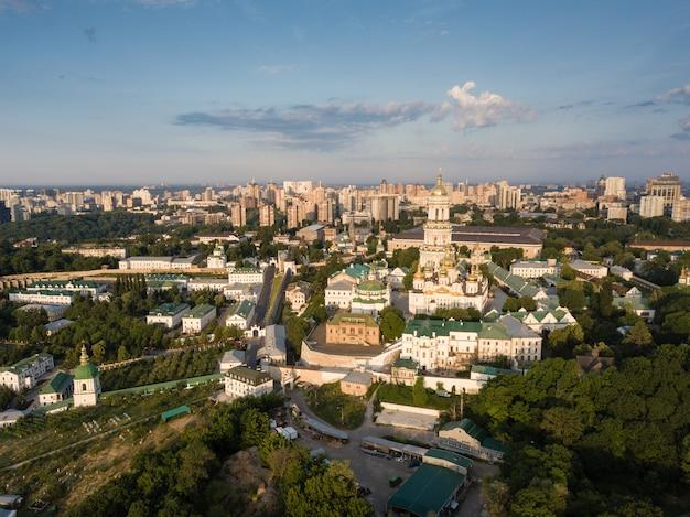Vue aérienne de la laure de pechersk à kiev, ukraine