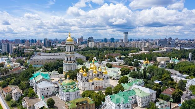 Vue aérienne de la laure de petchersk à kiev, ukraine