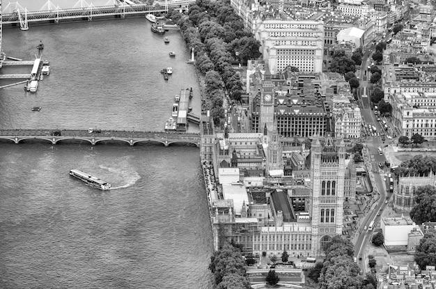 Vue aérienne de londres depuis un hélicoptère. point de vue vers le bas du palais et du pont de westminster.