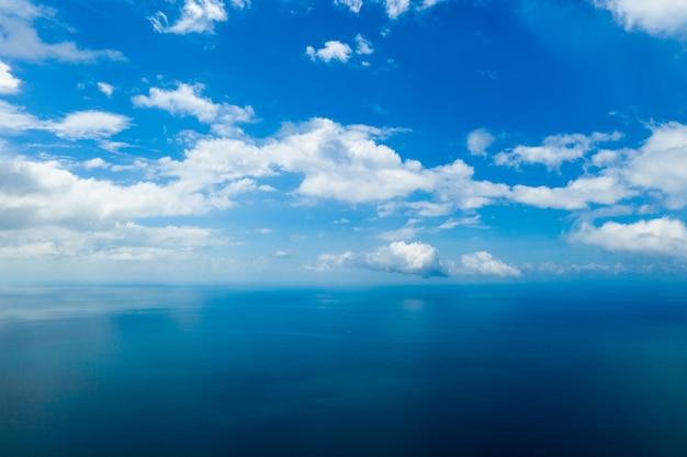 Vue aérienne de la mer dans l'île tropicale de zanzibar
