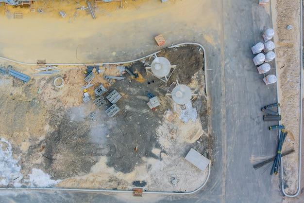 Vue aérienne sur le nouvel immeuble dans un chantier de construction de matériaux de construction