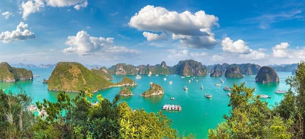 Vue aérienne panoramique de la baie d'halong, vietnam