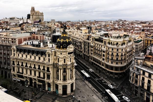 Vue aérienne panoramique de la gran via, madrid, capitale de l'espagne, europe