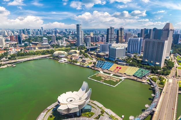 Vue aérienne panoramique de singapour par temps nuageux