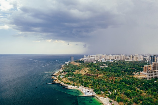 Vue aérienne panoramique de la ville et de la baie