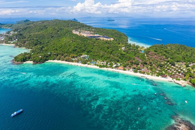 Vue aérienne de paysage marin et l'île de phi phi kra bi thaïlande