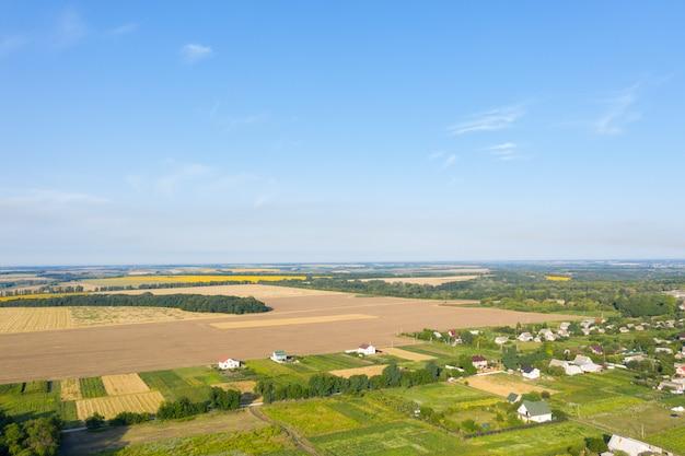 Vue aérienne sur petit village