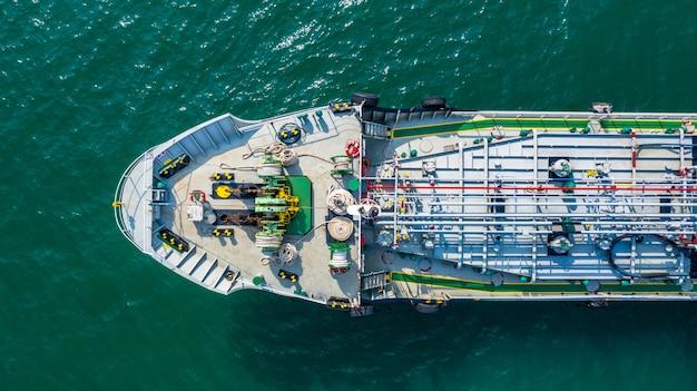 Vue aérienne de pétrolier / produit chimique en mer ouverte