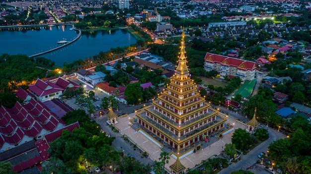 Vue aérienne de phra mahathat kaen nakhon, wat nong wang, khon kaen, thaïlande.