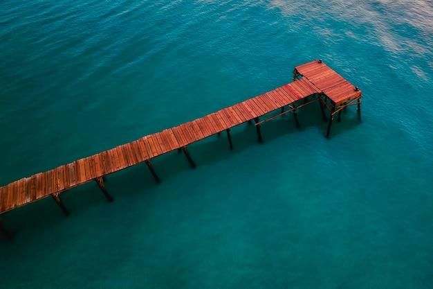 Vue aérienne de ponton à playa de muro, majorque, espagne